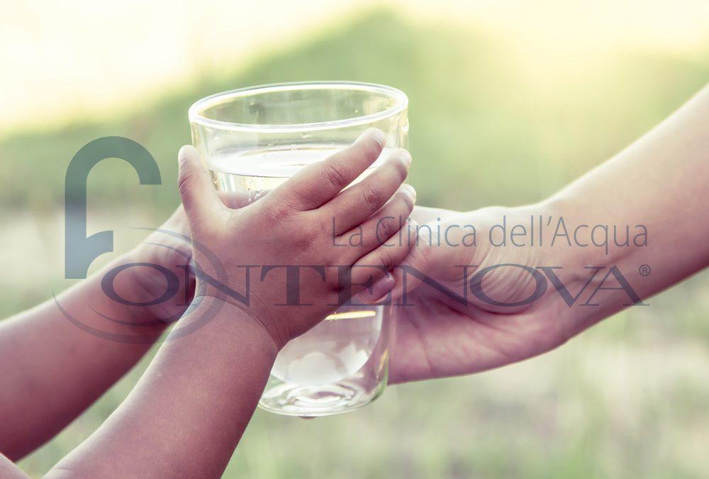 Vi siete mai chiesti il perché i bambini chiedono un bicchiere di acqua quando sono già a letto?